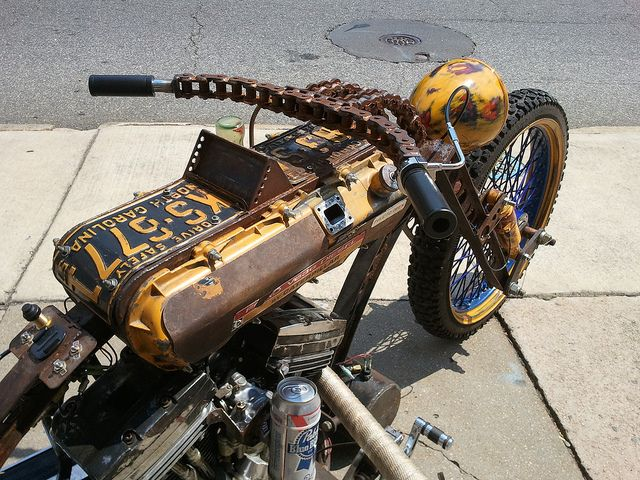 Now THAT is a rat bike! Dig the chain handle bars and the PBR.