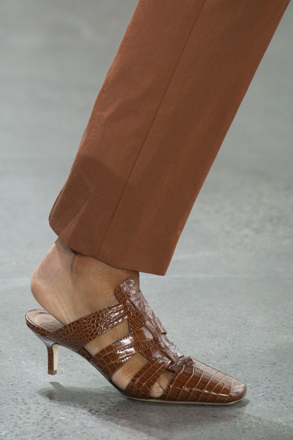 Deveaux New York at New York Fashion Week Spring 2020 is part of Trending shoes, Cute womens shoes, Womens shoes wedges, Casual shoes women, Boots, Women shoes - Deveaux New York at New York Fashion Week Spring 2020  Details Runway Photos