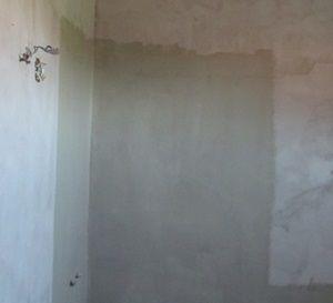 zuhanyzó helye folyékony fóliával lekenve