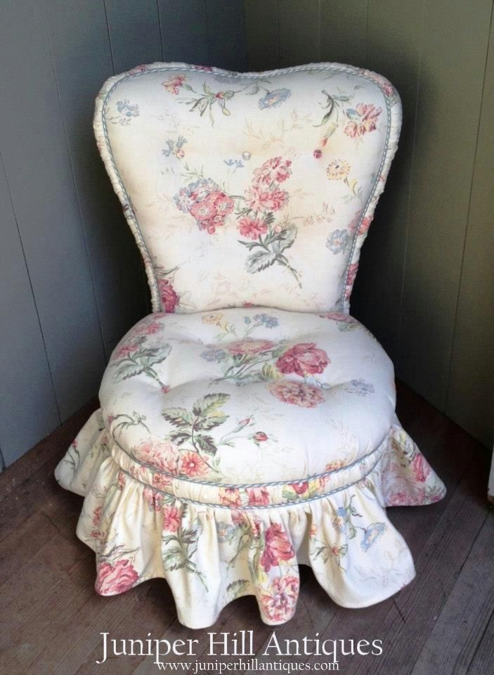 We Have Freshly Upholstered This 1930s Slipper Chair Frame With Some Retro Fabric Reminiscent Of The Romantic 1940s Decoracao Casa De Boneca Miniaturas