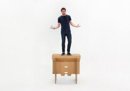 Portable Cardboard Standing Desk With Foldable Design Named Refold This Desk Is Very Flexible Affordable Bureau Pliable Meubles En Carton Espace De Travail
