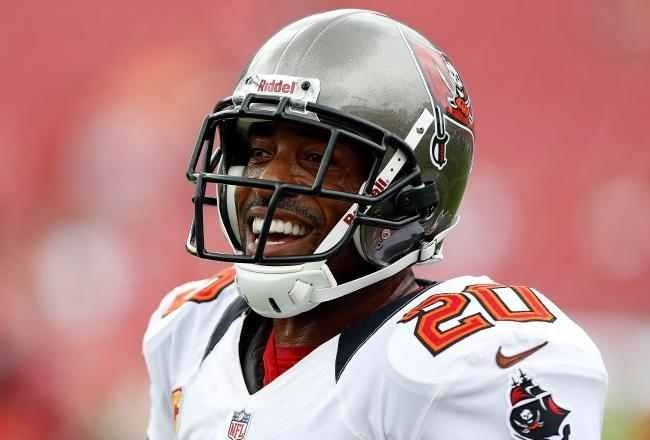 Ronde Barber A Fixture On The Tampa Bay Buccaneers Roster For 16 Seasons Http Www Sportstalkflorida Com Reme Ronde Football Helmets Professional Football
