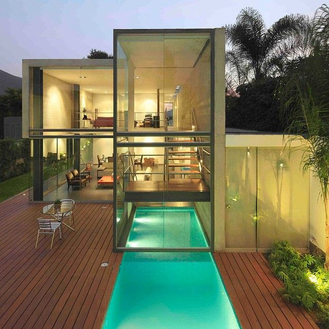 Located in Lima, Peru, the Doblado Arquitectos-designed House in La Planicie has two floors and covers a total of 2,786 sq ft. Complete with large glazed windows exposing the backyard's remarkable pool, this Peruvian vacation home is both stunning and luxurious. Source: @popbee