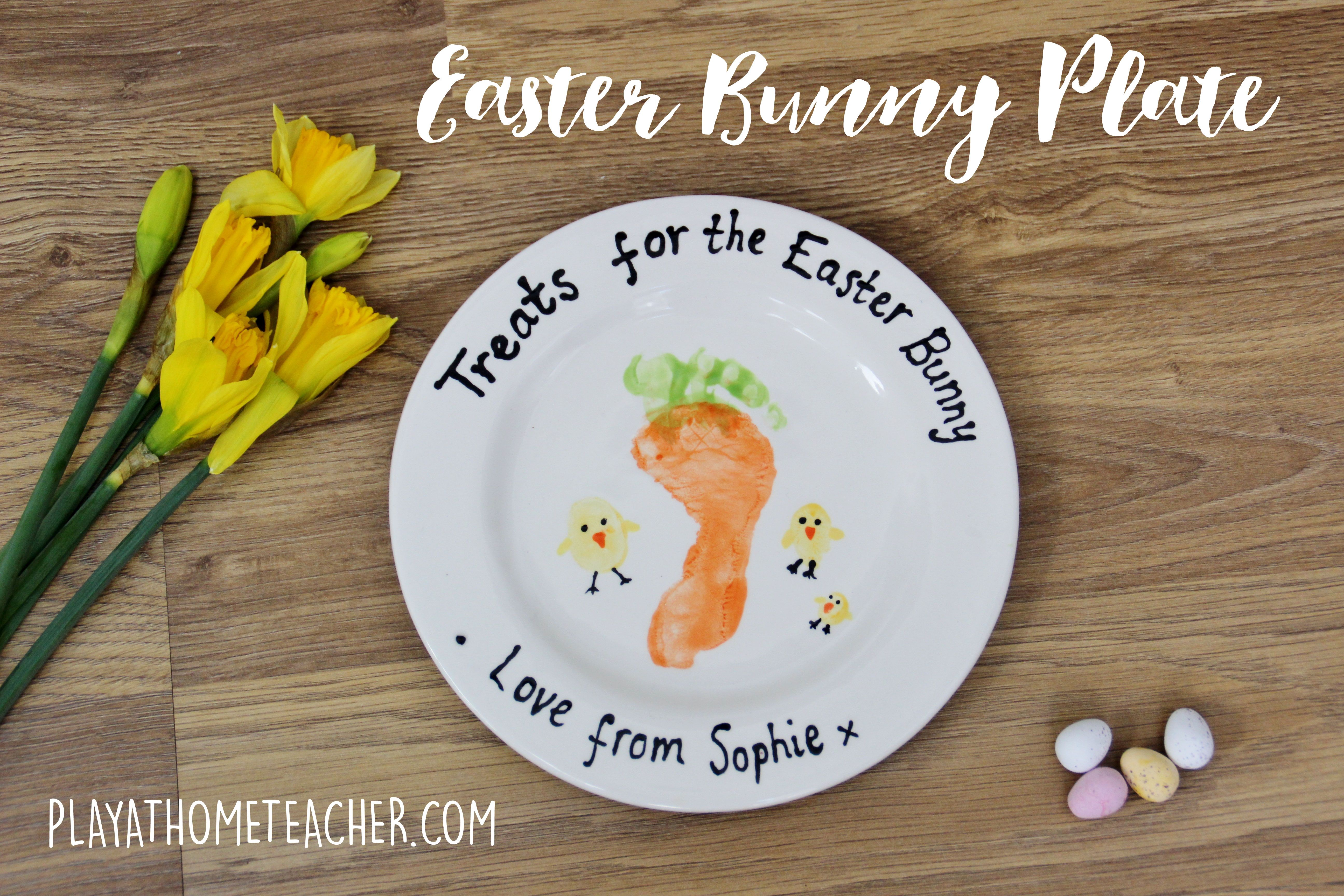 Our Easter Plate to leave some carrots out on for the Easter Bunny. Daddy, Mummy and Sophie's thumb prints for the chicks and Sophie's footprint for the carrot.