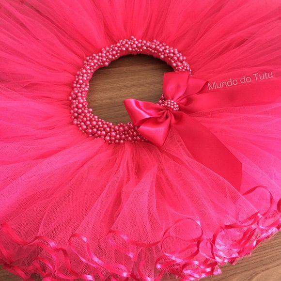 c92e7ffd08 Saia tutu pink com fitas finas na barra e pérolas na cintura
