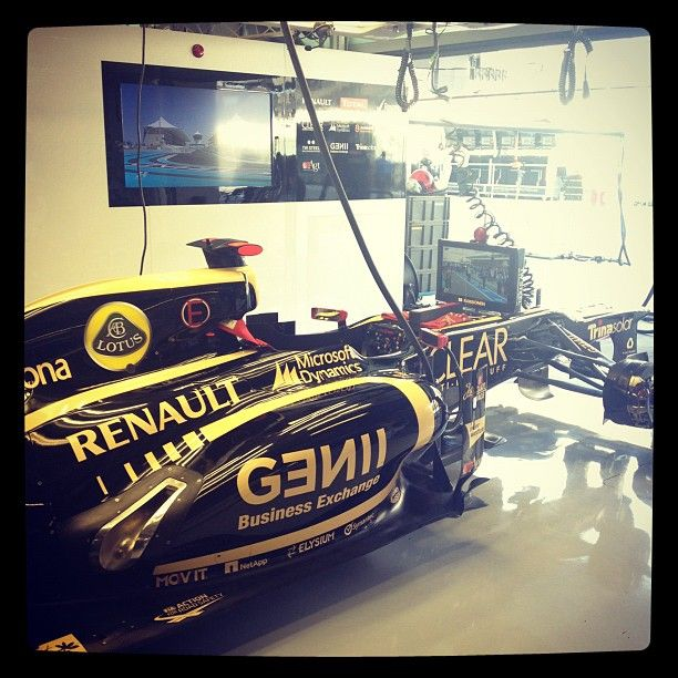 FP1   15 minutes to go   Photo by lotusf1team   2012