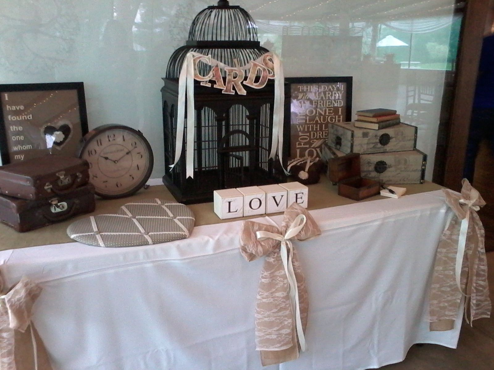 Vintage Wedding Accessories Perfect For Your Gift Table
