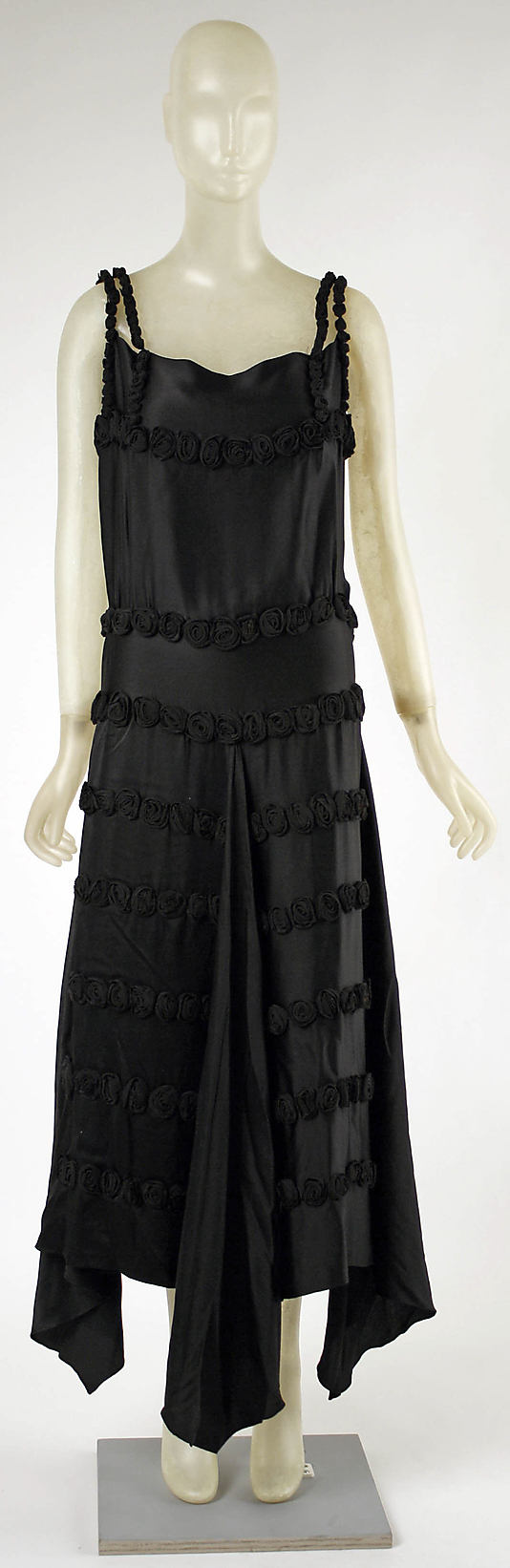 Evening dress Madeleine Vionnet  Date: fall/winter 1921–22 Culture: French Medium: silk Accession Number: C.I.52.18.1