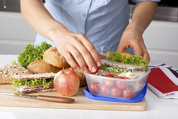 The DO's and DON'Ts when packing healthy school lunches.