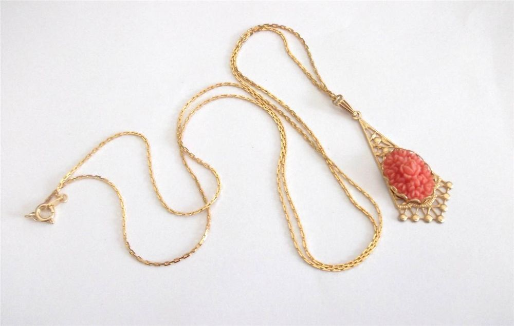 VINTAGE 50'S GOLD TONE CORAL PINK CELLULOID CHRYSANTHEMUM ROSE PENDANT NECKLACE