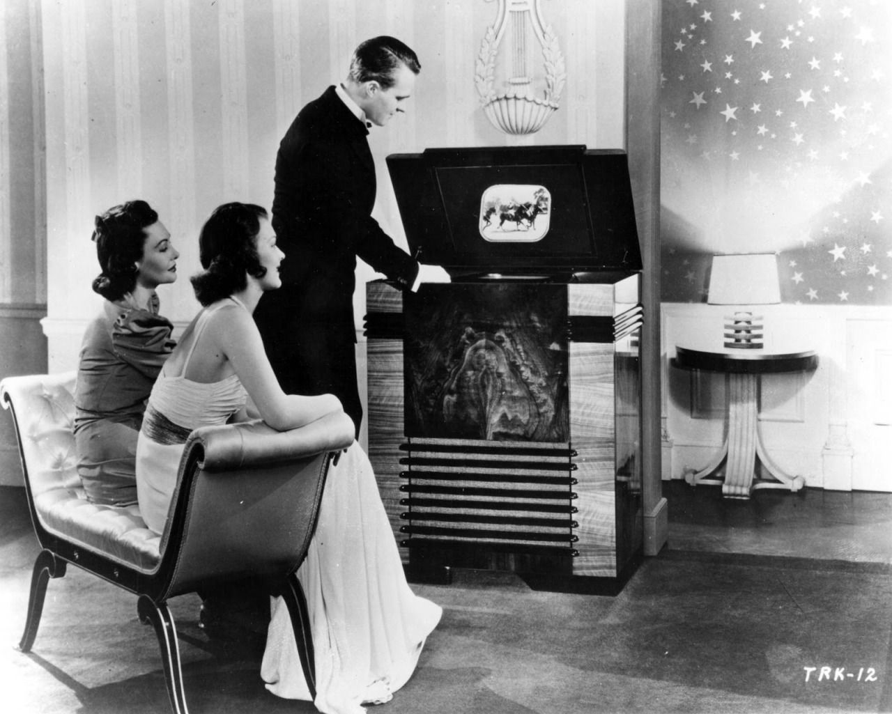 "danismm: "" The 1939–40 New York World's Fair publicly launched the first idea of the television and what it can do. """