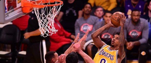 Lakers Warriors'a fark attı