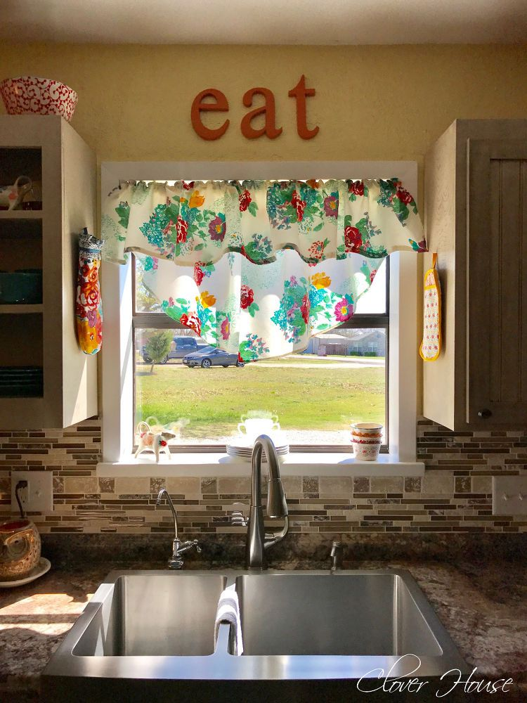 Here\'s a clever way to use a Walmart tablecloth in your kitchen—even ...
