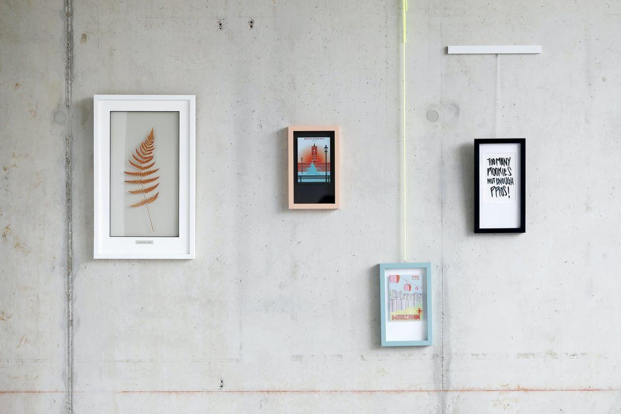 Bilder Aufhängen Geht Auch Ohne Bohren Bilder Aufhängen Bilderrahmen Aufhängen Aufhängen