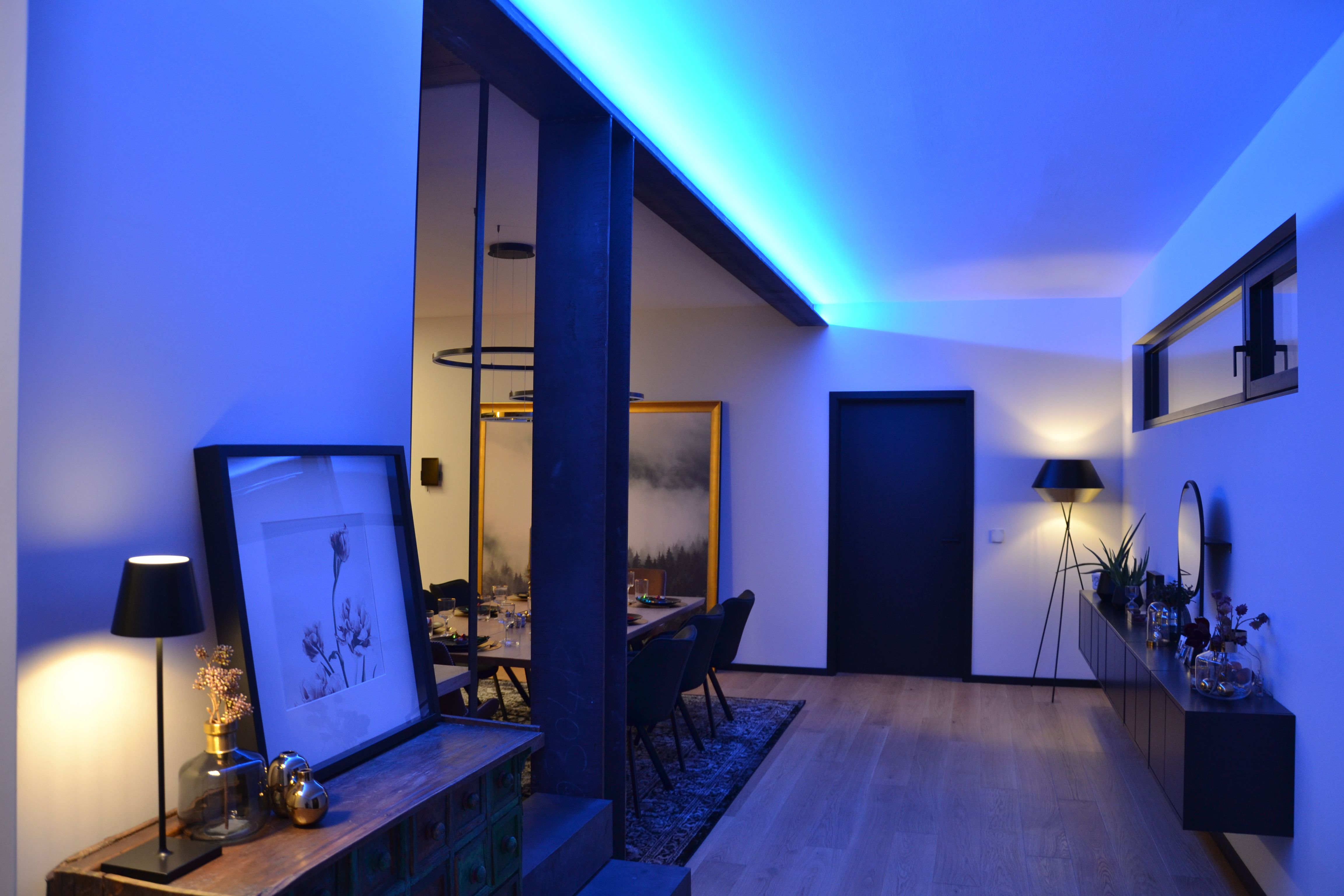Indirekte Beleuchtung Im Wohnraum Mit Modernen Led Strips Led Stripes Indirekte Beleuchtung Led
