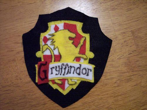 DIY Gryffindor Crest For Halloween Costume