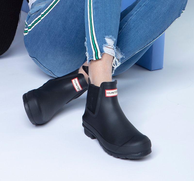 Hunter Women S Original Chelsea Black Rain Bo Softmoc Com Chelsea Rain Boots Boots Black Rain Boots