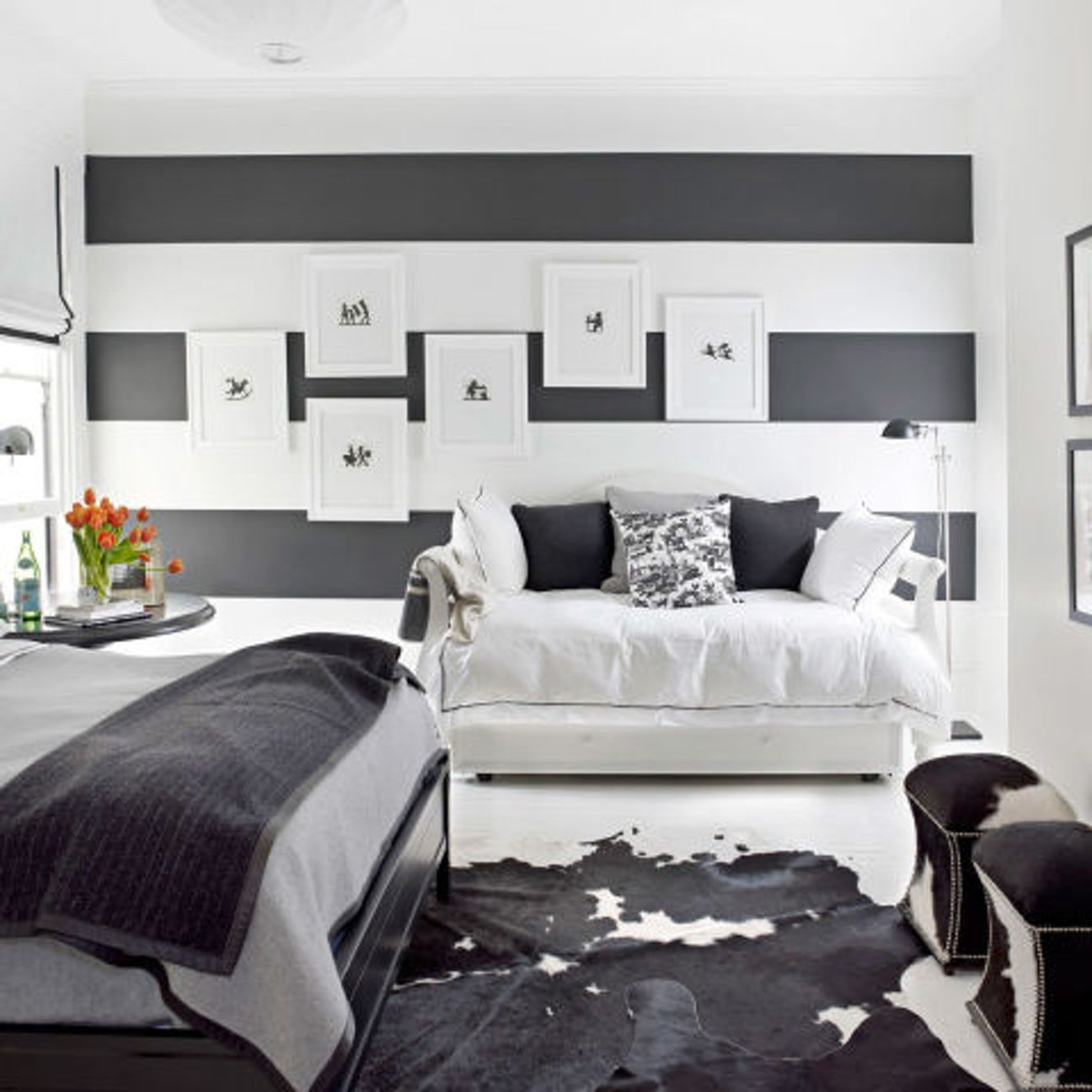 30 Black White Living Rooms That Work Their Monochrome Magic: How To Decorate With Black-and-White (With Images)