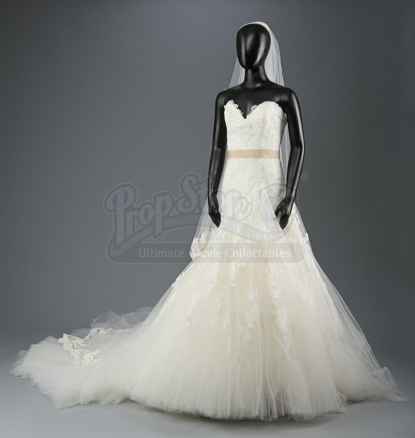 Twilight Breaking Dawn Part 1 Bella Swan S Nightmare Wedding Dress Wedding Nightmare Swan Wedding Wedding Dresses