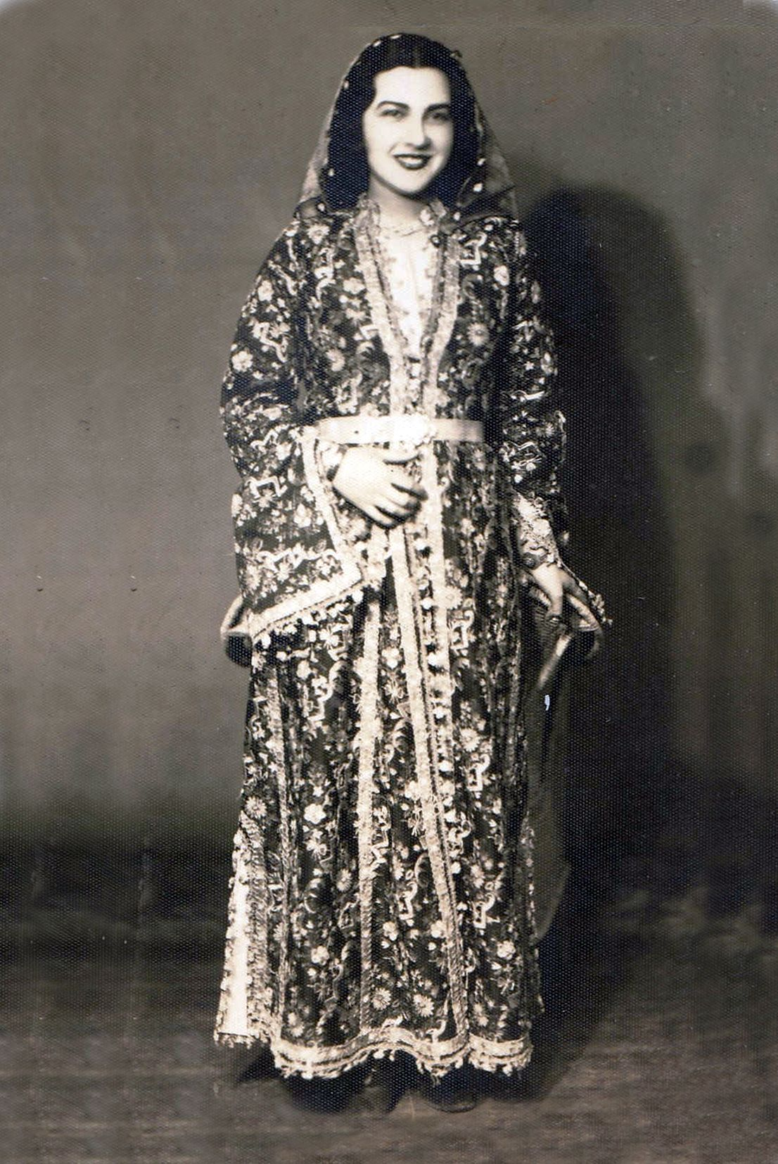 Turkish Woman And Her Traditional Dress From Kütahya West Anatolia