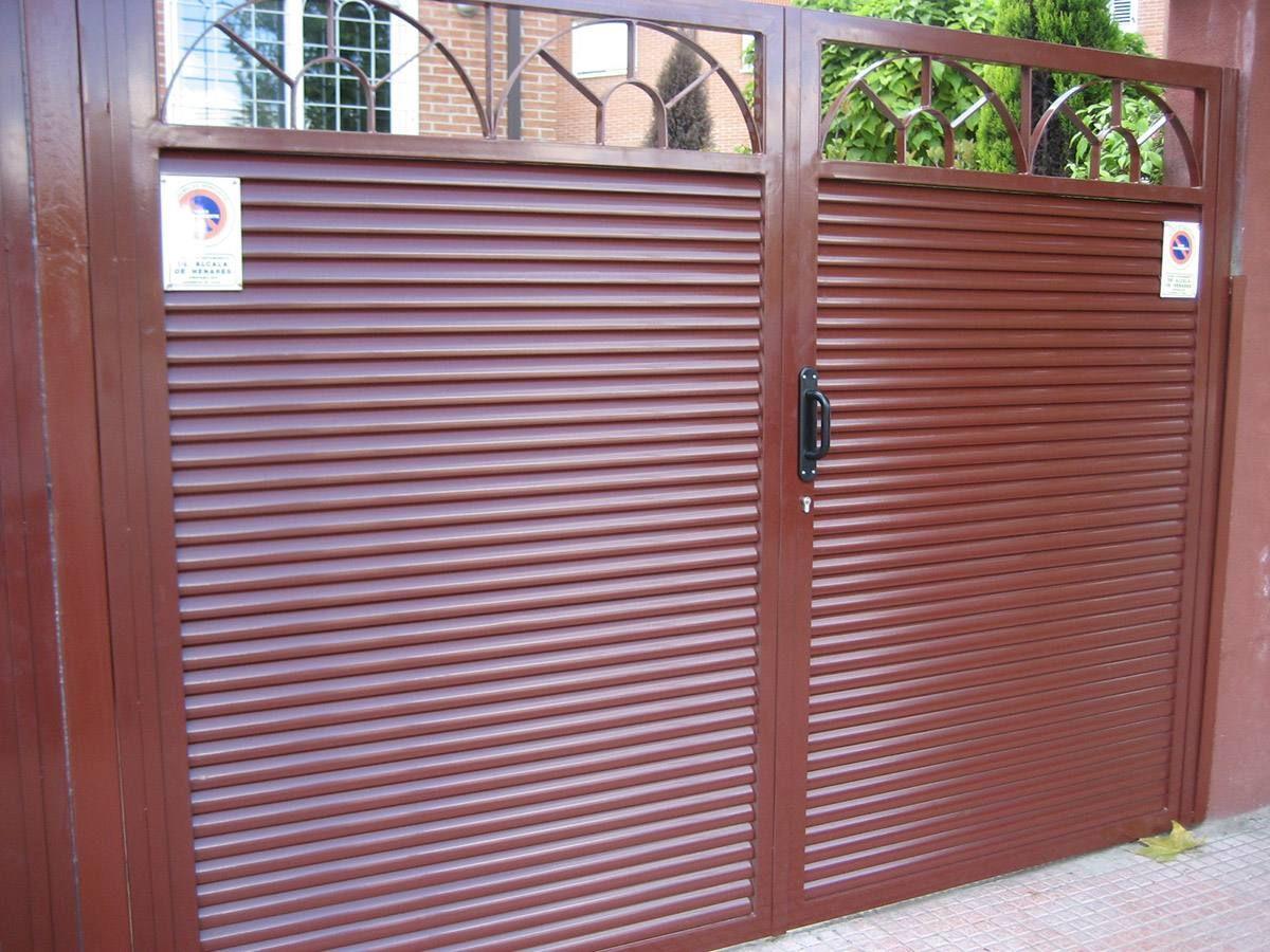 Puertas de lamas forja pinterest puertas de hierro - Puerta de lamas ...