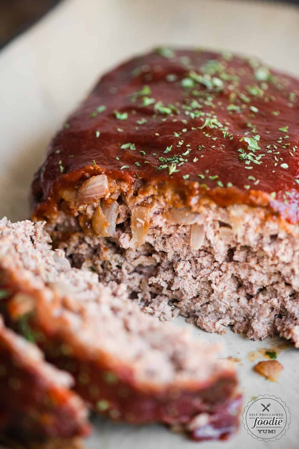 The best easy meatloaf recipe you can make using ground beef and a tasty meatloaf sauce on top is Granny's Classic Meatloaf. #meatloaf #best #howtomake #easy #sauce #classic #groundbeef #recipe #ketchup #1poundmeatloaf