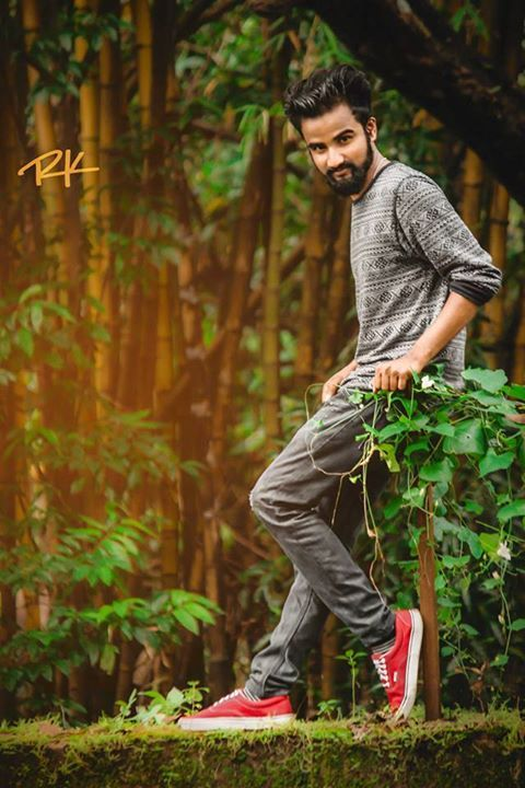 Pin By Akhil Mac On Akhil Anandan Photoshoot Pose Boy Boy Photography Poses Blur Photo Background