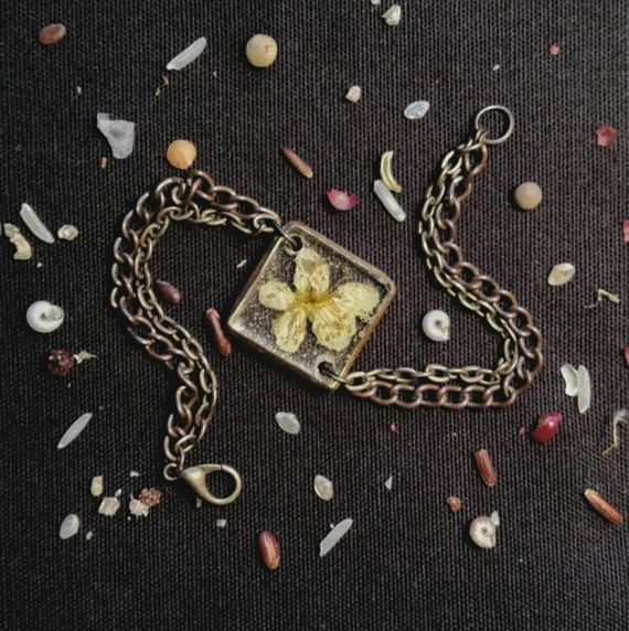 Ehi, ho trovato questa fantastica inserzione di Etsy su https://www.etsy.com/it/listing/509501393/resin-bracelet-handmade-by-artmachi-made