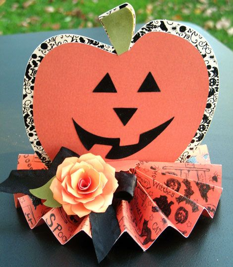 Halloween Party Decor -- Pretty Halloween centerpiece or home decor - halloween party centerpieces ideas