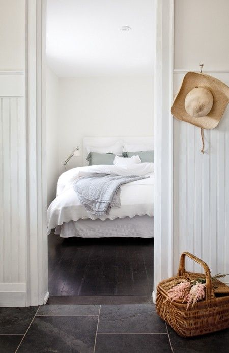 Bedroom with simple narrow panelling