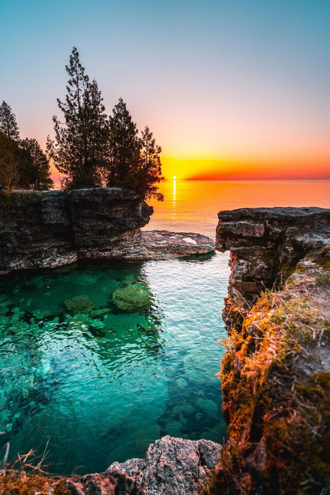 Nature Beautiful Scenery The Crystal Clear Water Of Lake Michigan At Cave Point Park At Sunrise 10 Beautiful Landscapes Nature Pictures Nature Photography
