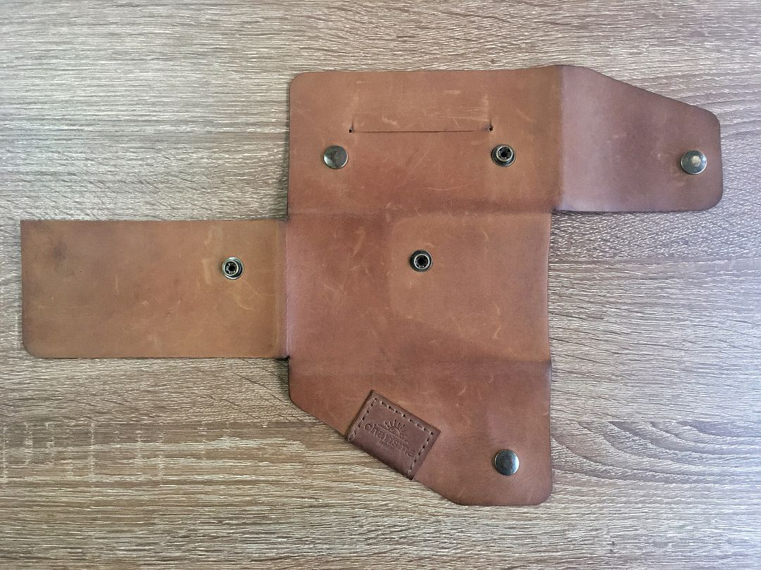 615a5bfc544f Бесшовный кошелек из кожи крейзи хорс. Stitchless wallet made by crazy  horse leather. Beautiful patina