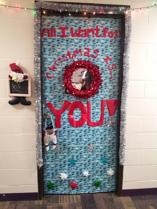 Christmas dorm door decoration christmas college for How to decorate apartment door for christmas