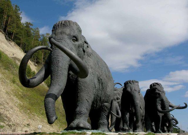 Памятник мамонтам в ханты мансийске фото памятники купить тула