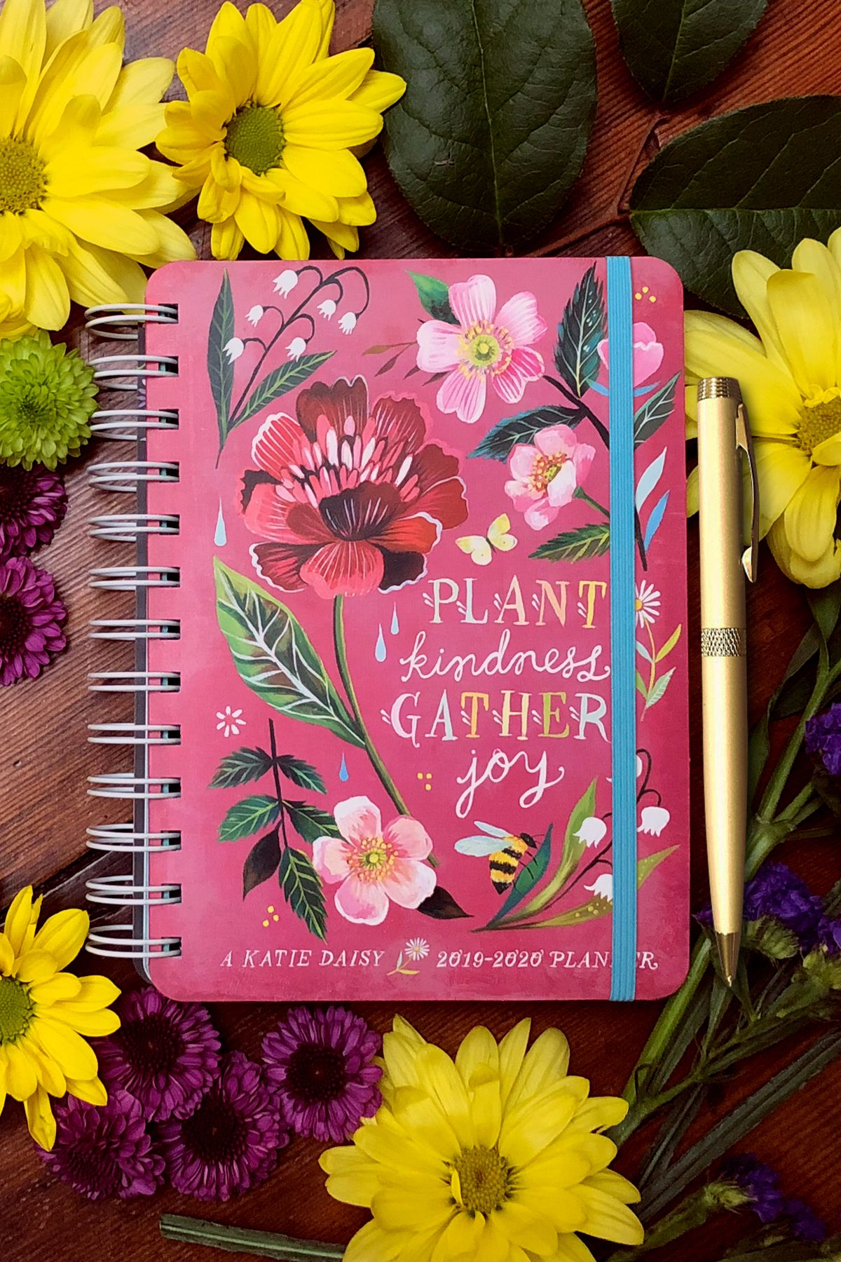 Katie Daisy 2019 2020 On The Go Weekly Planner 17 Month Calendar With Pocket Planner Weekly Planner Daisy