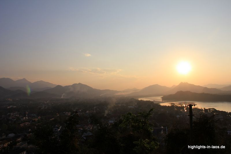 sunset over the #Mekong and the town of Luang Prabang #Lao / #Sonnenuntergang über dem Mekong in #Laos