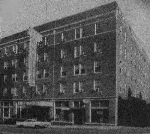 Hotel Emmerson Mount Vernon Il This Stood From With The Fifth Floor Added During Oil Boom It Was Torn Down To Make Room For A Parking Lot