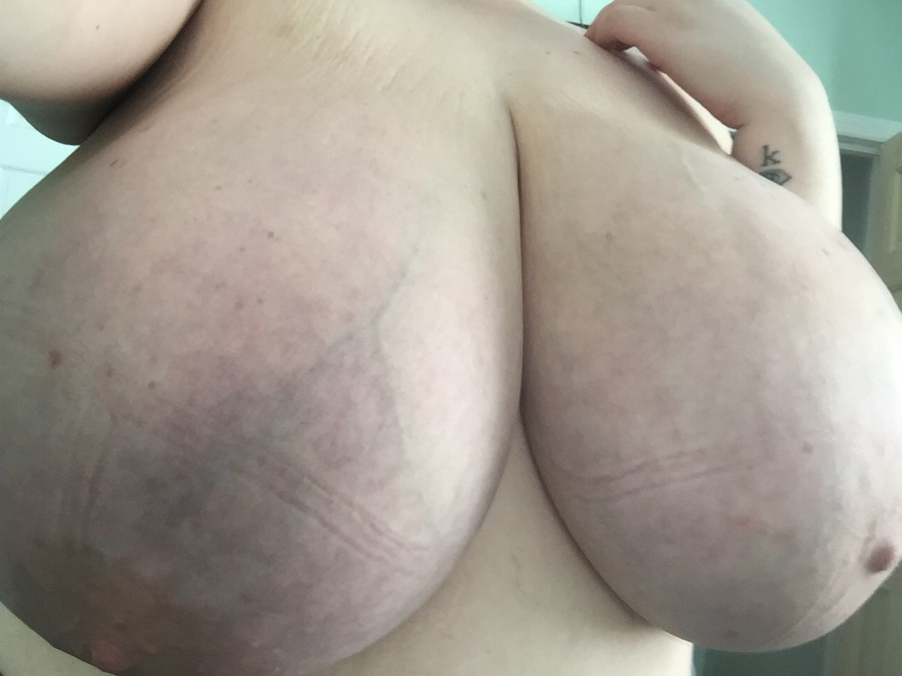 cocainegang:  itskaitiecali:  Stuffing into a bra leaves these marks ugh  Fame whore lol she'll show you anything for a like x retweet x reblog and some ego stroking  Aww I'm a fame whore? Nahhh people told me about ur twat being shoved in with a bat