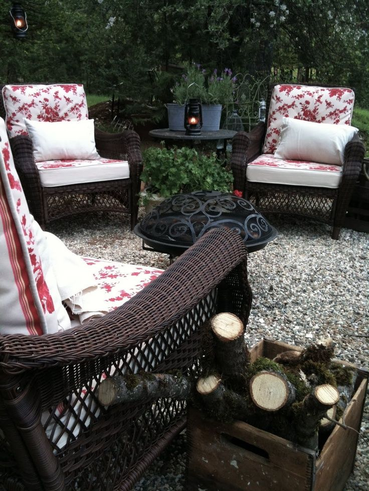 FRENCH COUNTRY COTTAGE: pea gravel patio... replace wood deck(?) #diy #home #decor
