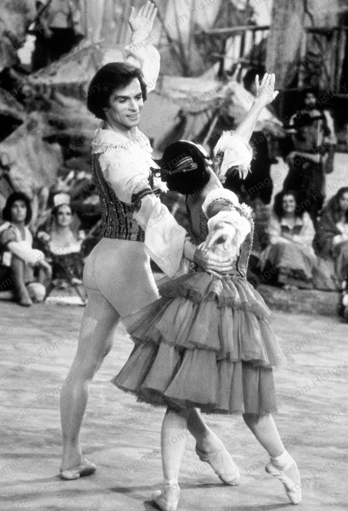 8x10 Print Rudolf Nureyev Lucette Aldous Don Quixote 1973 Rn01 Ebay Rudolf Nureyev Nureyev Ballet Poses