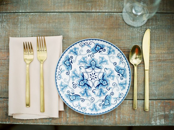 White and blue wedding plate - beautiful wedding place setting | fabmood.com
