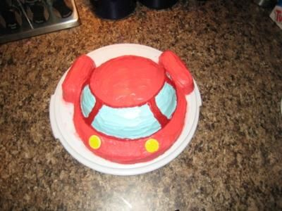 Little Einsteins Rocket Cake:  I used a 1.5 quart baking dish for the top dome and an 8 round for the base.  The engines are made of twinkies.