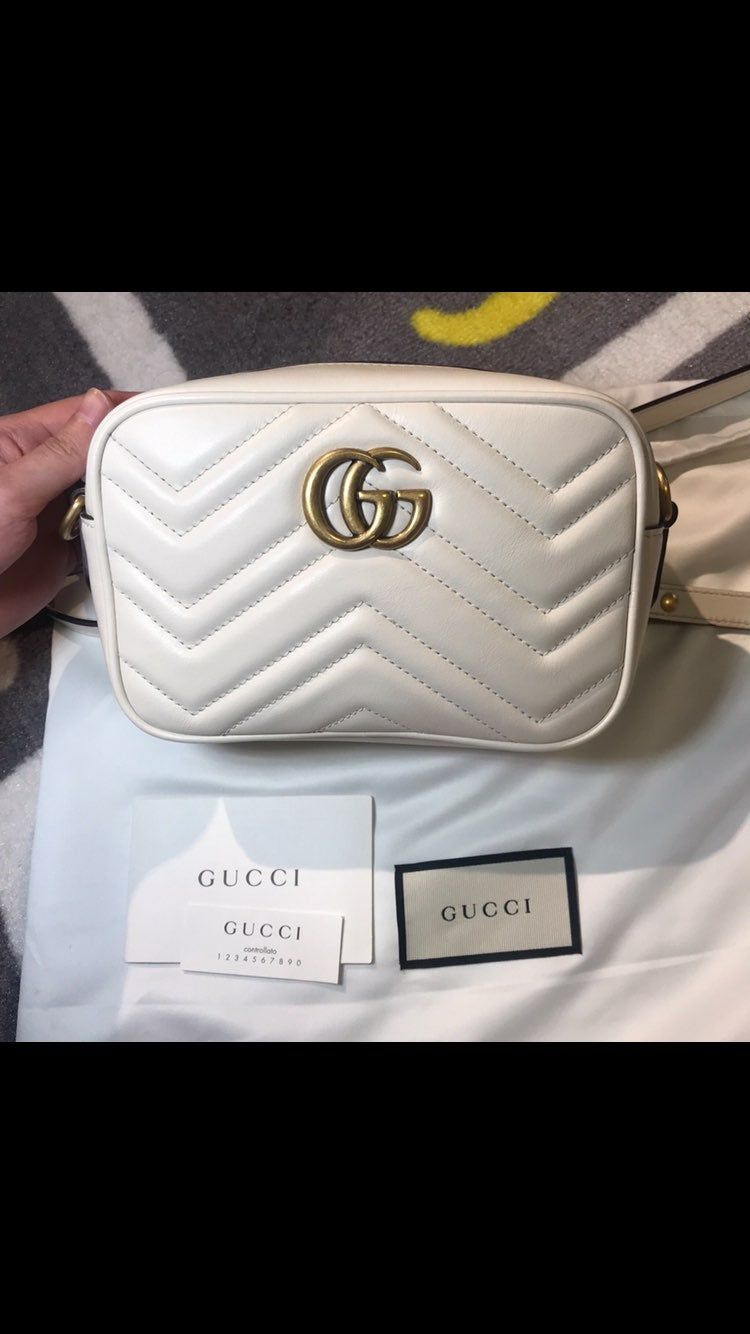 100 Authentic Gucci Marmont Camera Bag Small Size White Color Gently Used Slightly Tainted On The Back As Shown In Picture Gucci Crossbody Gucci Gucci Crossbody Bag