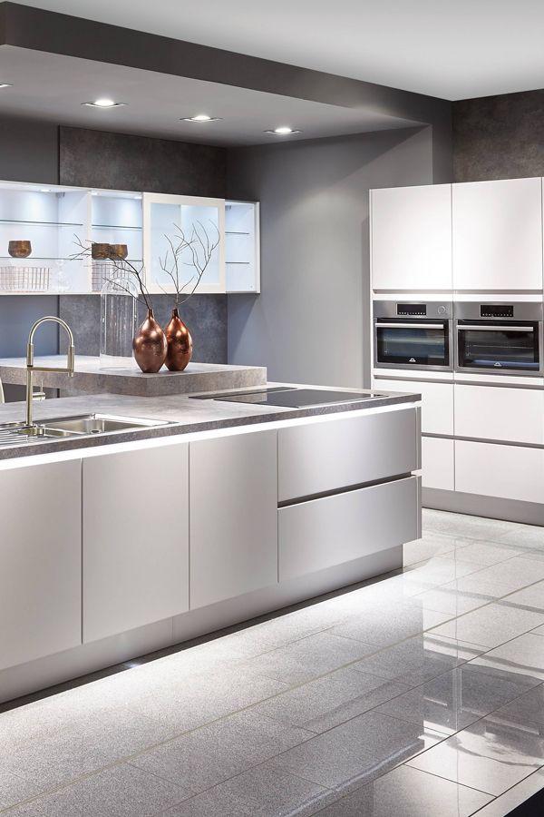 Weiß und matt Grifflose Küchen können unterschiedlich