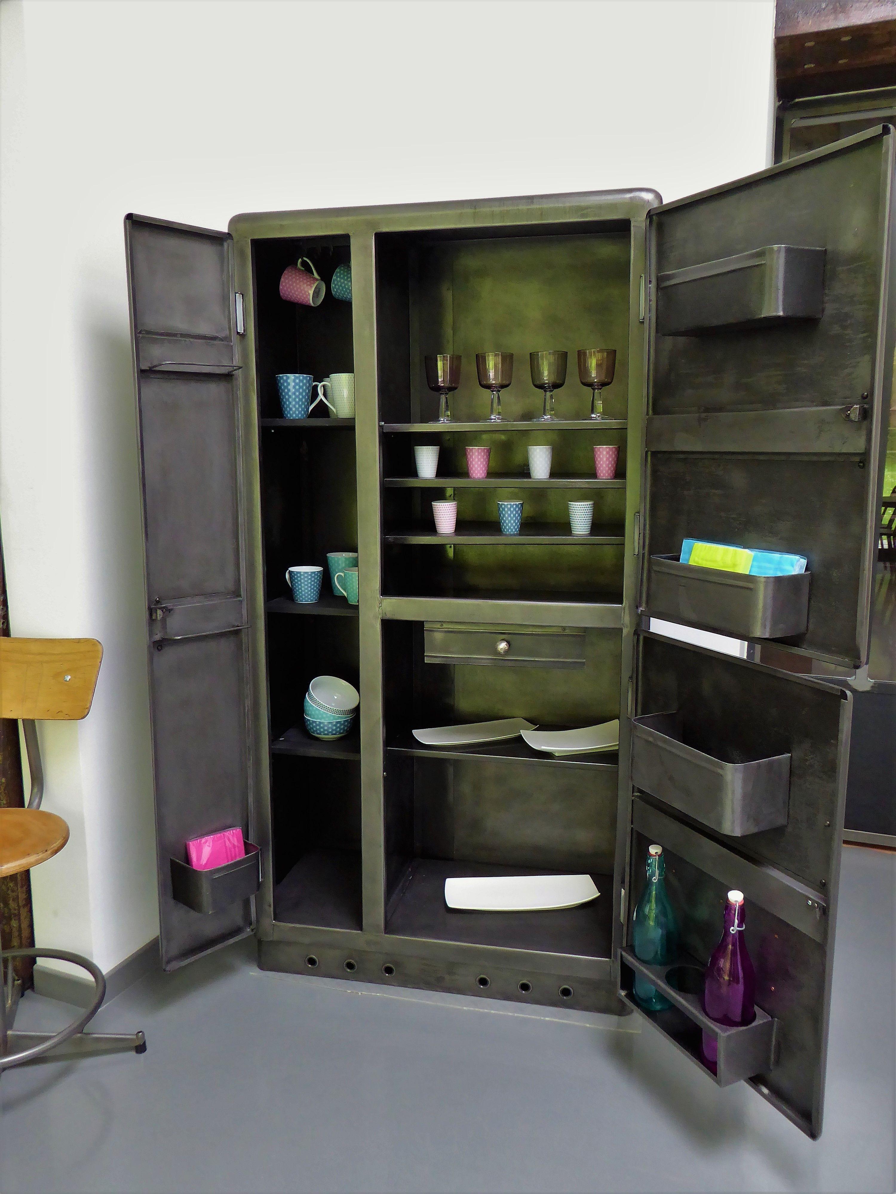 armoire vintage industriel