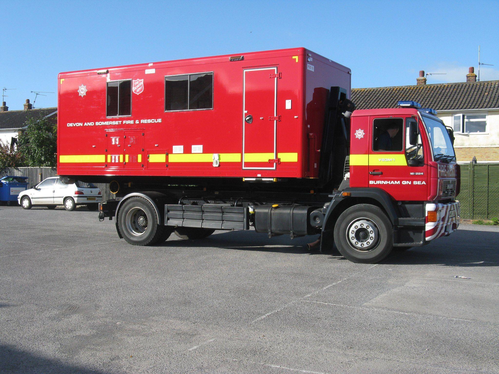 Ein Verpflegungsfahrzeug in England, das bei Brand- und ...