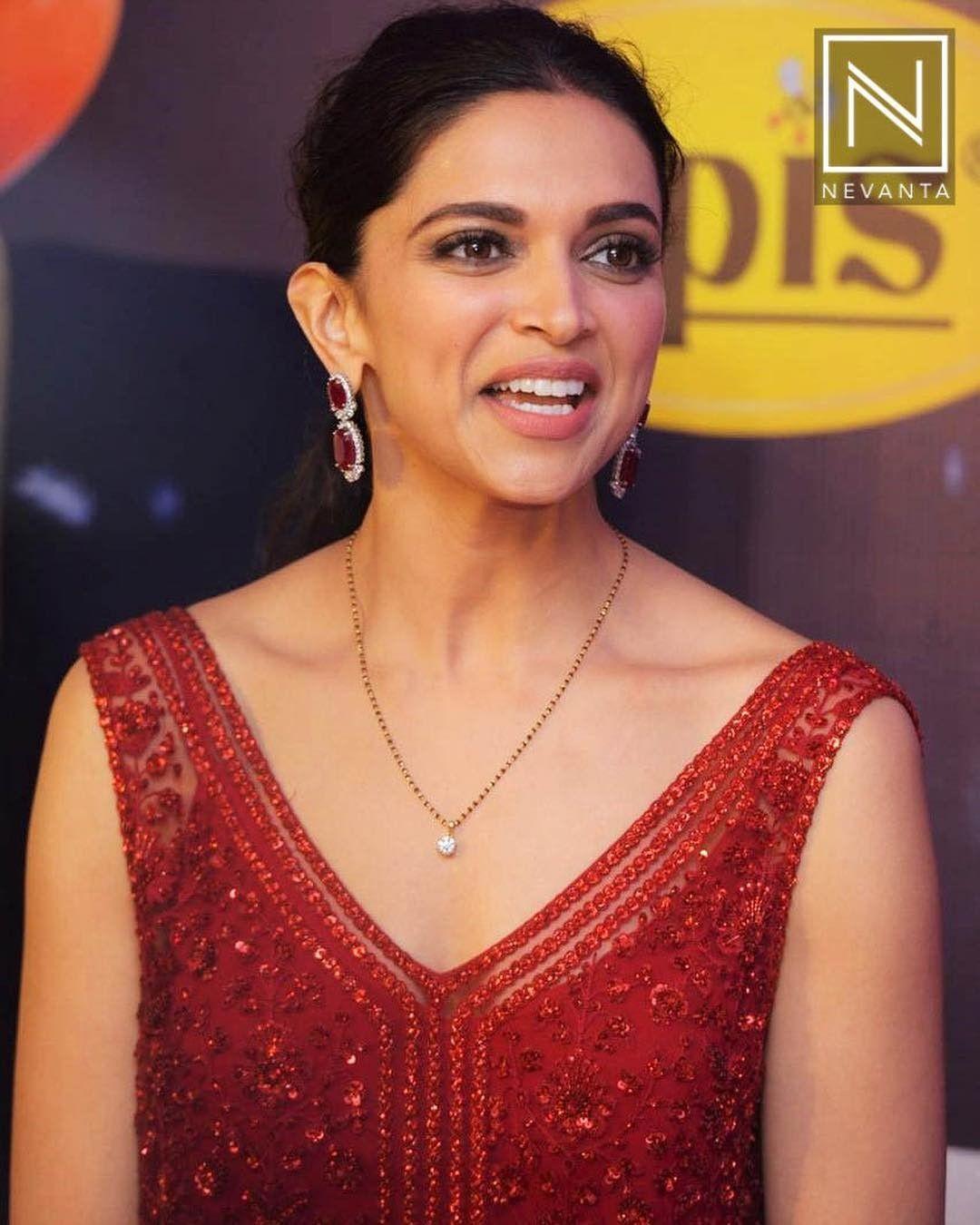 Deepika Padukone | Mangalsutra designs, Mangalsutra, Gold ...