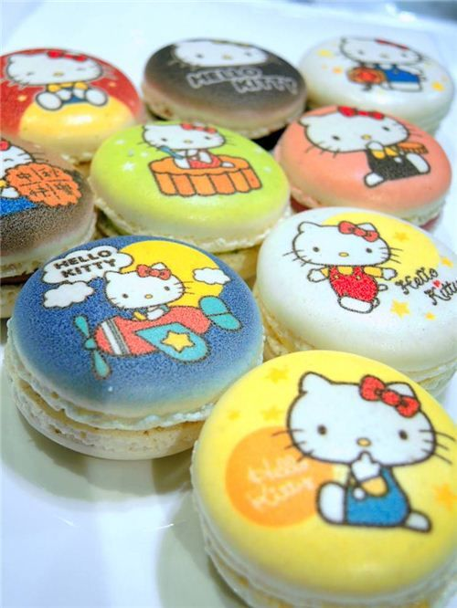 Hello Kitty Macaron: http://blog.modes4u.com/hong-kong/hello-kitty-mid-autumn-festival-macarons-in-hong-kong.html