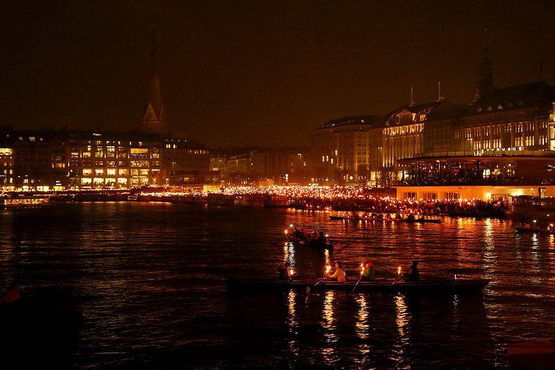 Olympisches Alsterfeuer - Zeig Fackel für die Spiele in Hamburg