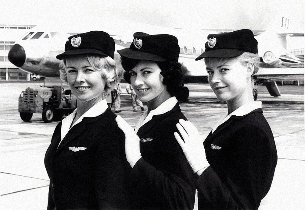 Scandinavian Airlines Or Simply Sas Was Founded In 1951 When Three Scandinavian Transatlantic Airlines Me Flight Attendant Fashion Jet Age Flight Attendant